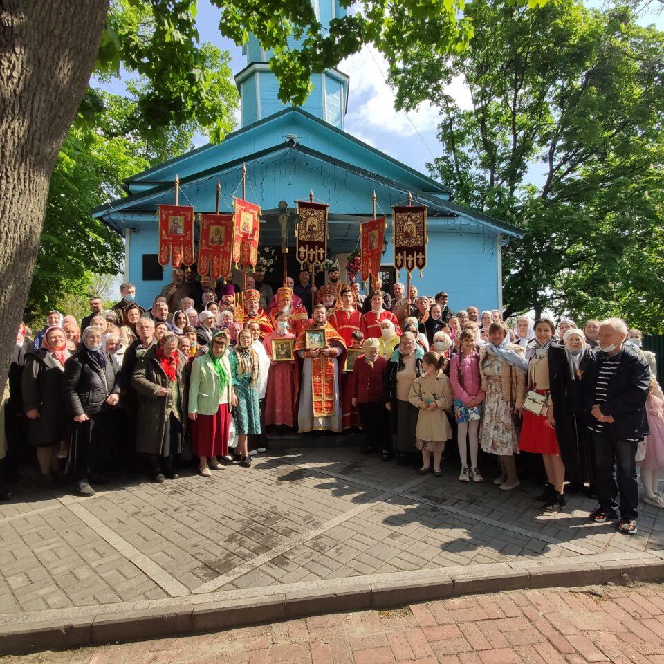 Епископ Гостомельский Тихон возглавил богослужения в Макаровском храме г. Киева