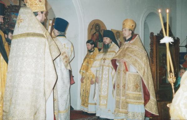 Освящение престола. Храм святителя и чудотворца Николая Мирликийского