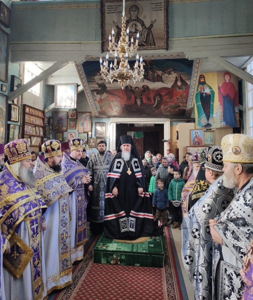 Епископ Гостомельский Тихон возглавил богослужение в Свято-Троицком храме города Ирпень 13.03.2020г
